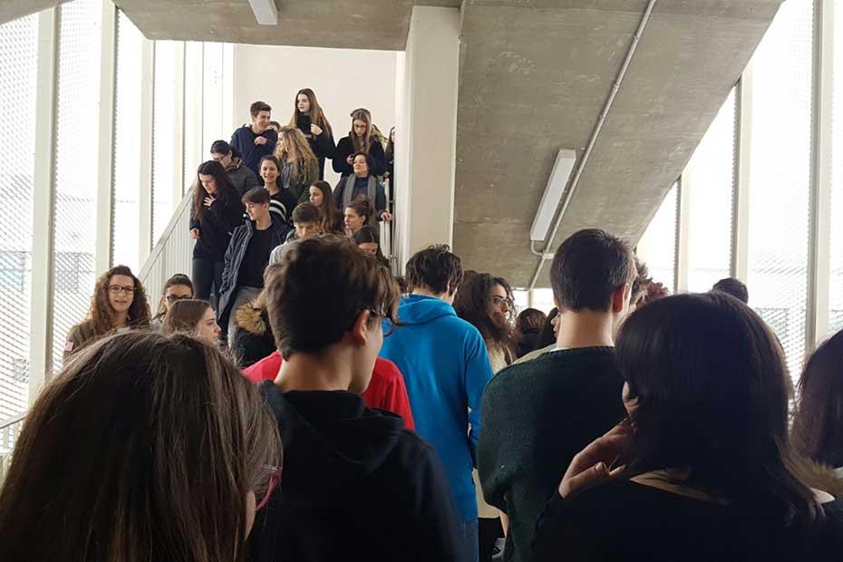 Prove di evacuazione al liceo Medi