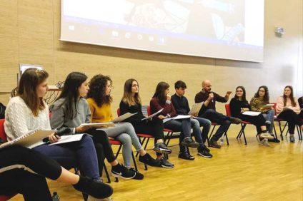 Fabio Geda con gli studenti del Medi