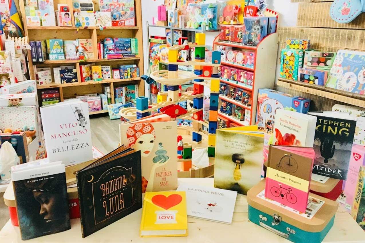 Interno libreria La Tana del Lupo